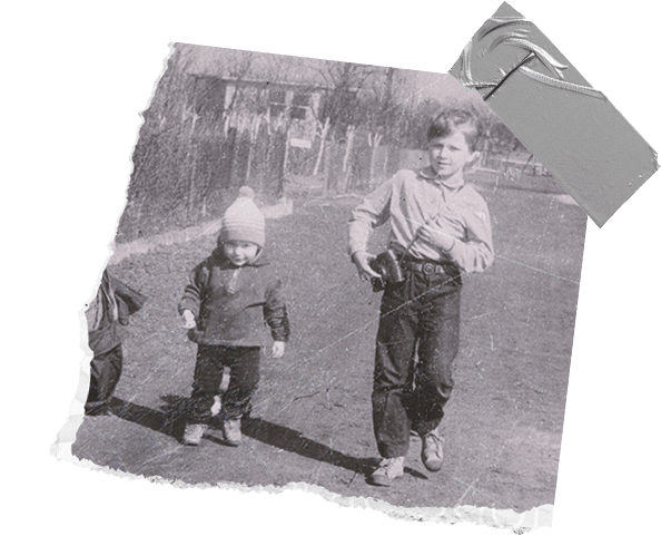 Pawel and Wojtek as children